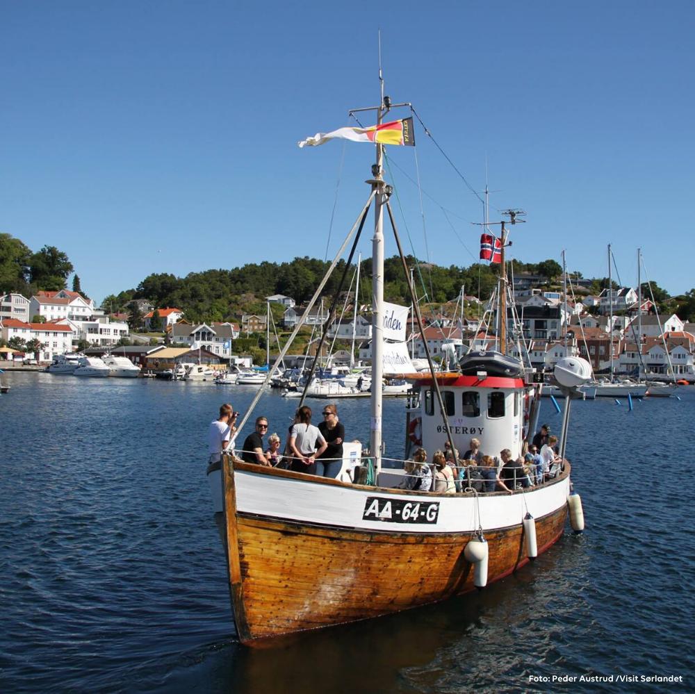 Ta med hele familien på en tur med Badebåten i Grimstad