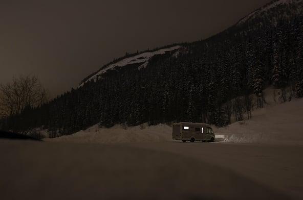 Natten senker seg over Hemsedal, og gutta kryper til køys