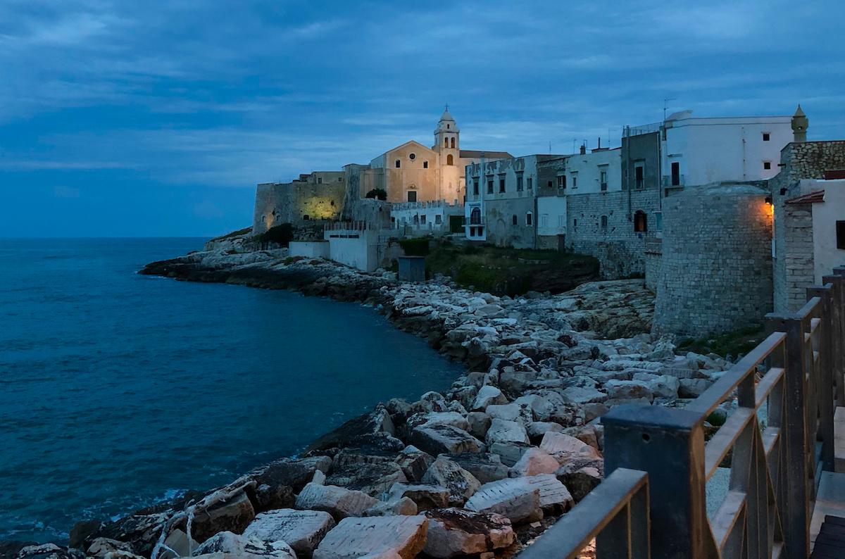 Fra Hellas til Italia for å oppleve østkystens perler. Som byen Vieste!