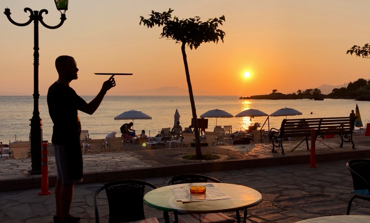 Kelner i solnedgang