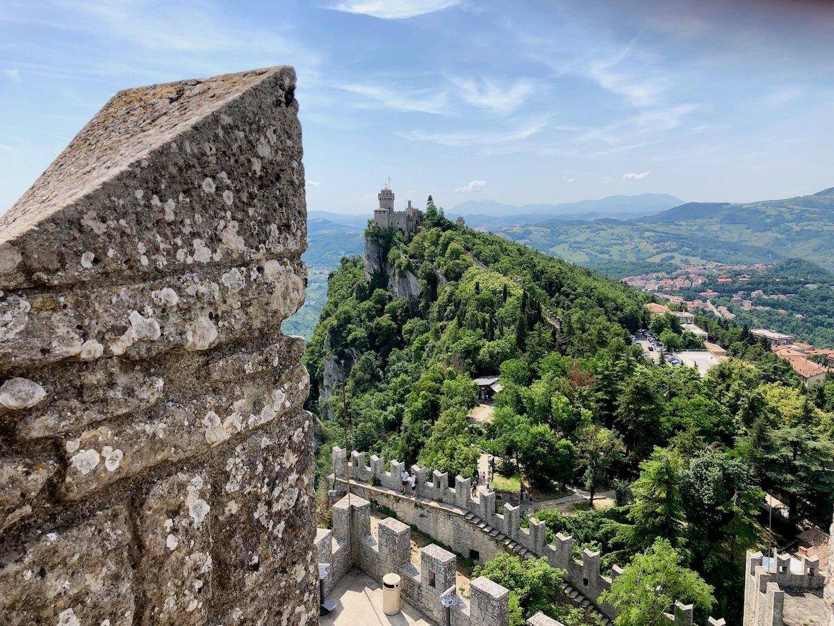 Til San Marino, lilleputtstaten med Italia rundt seg i alle retninger